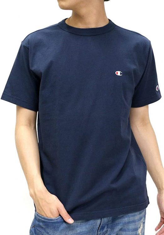おすすめのメンズネイビーTシャツ8選。夏のコーデに取り入れよう