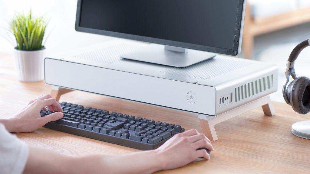 レトロだけどハイエンド!高性能パーツもらくらく積めるモニタースタンド型PCケース