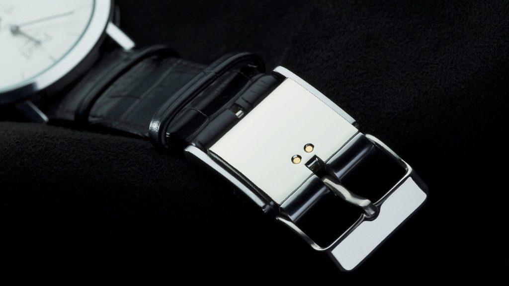 バンドの金具と交換するだけ!お気に入りのウォッチを活動量計にするスマートバックル