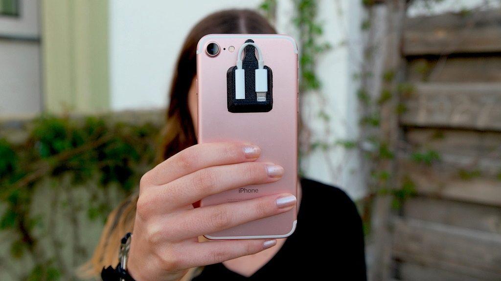 もうなくさない!iPhone 7に装着できるヘッドホンジャックアダプタホルダー
