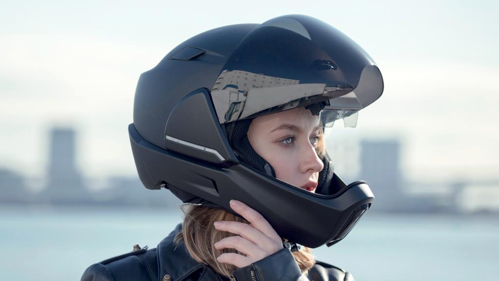 ヘルメットの進化が始まる!360°まわりが見えるスマートヘルメット登場
