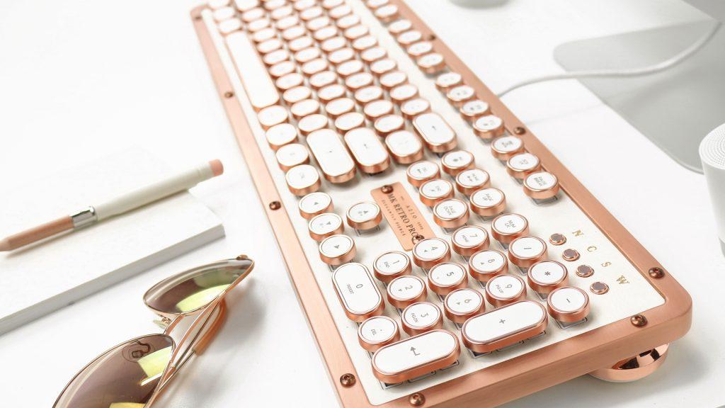 「カチッ」という音を再現。タイプライターのような高性能キーボード