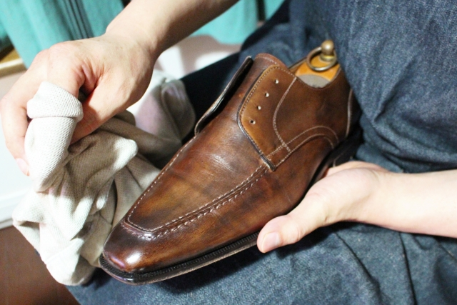 革靴のお手入れ方法とおすすめアイテム6選。靴と男を磨き上げよう
