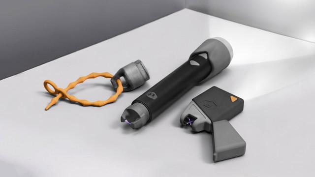 ライターと照明が一緒になったアイテム「スパーカー」。アウトドアの必需品になる予感