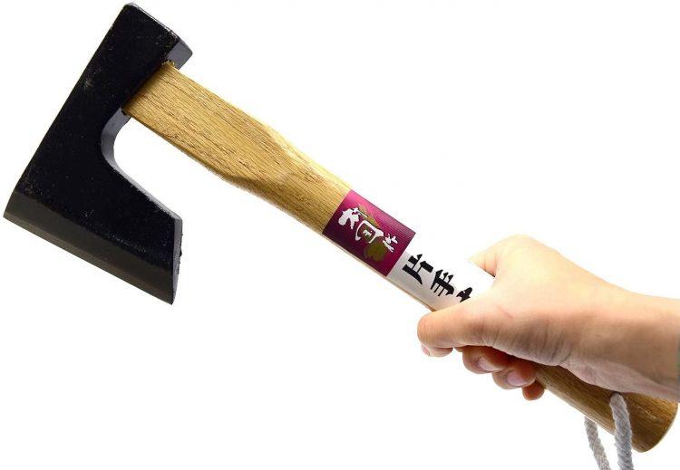 手斧のおすすめ22選。キャンプの薪割りは道具と経験で上達する