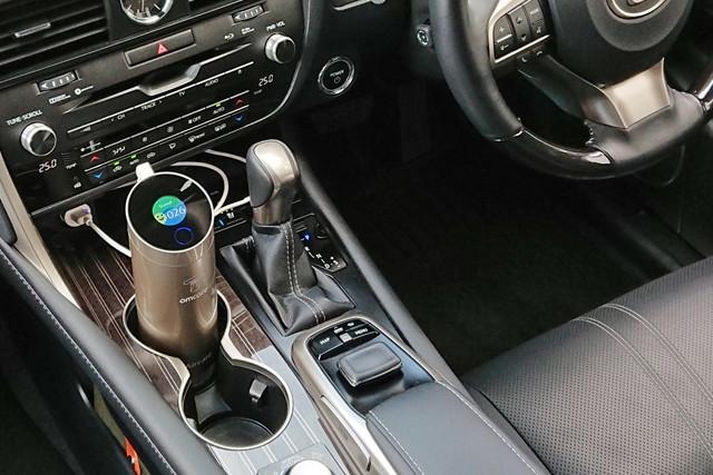 空気の状態を数値化する「ポータブル空気清浄機」。車でも使える