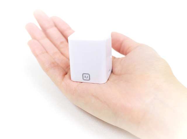手のひらサイズの双方向音声翻訳デバイス「IU」。全20か国語に対応