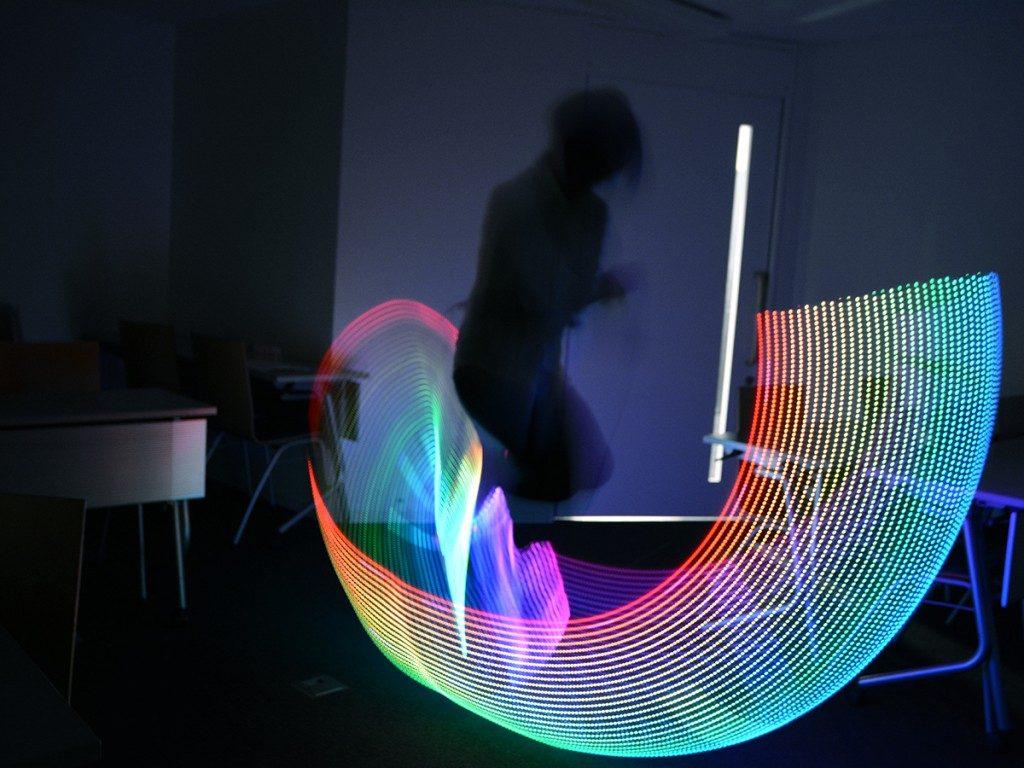 暗闇で魅せる大人の縄跳び。新パフォーマンスアイテム「MagicLoop」