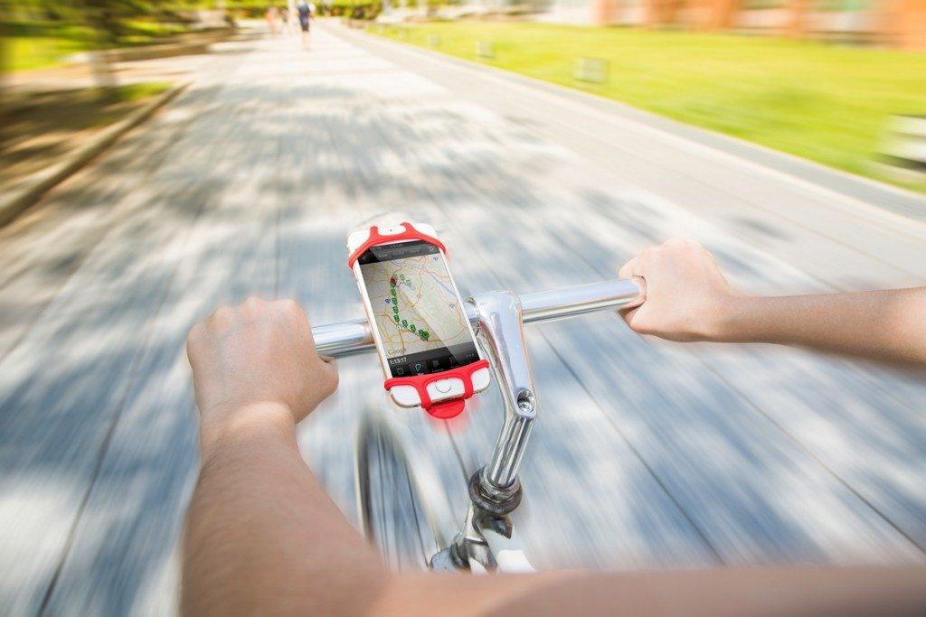 世界中のサイクリストが絶賛。落ちないシリコン「スマホホルダー」
