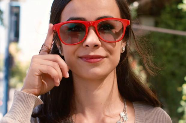近未来の通話機能付き眼鏡型ヘッドホン「LET VisionAI Glasses」