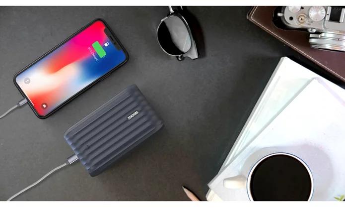 5つのUSBポートを備えた万能モバイルバッテリー「X6」