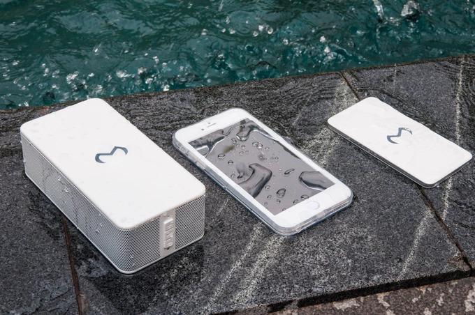 水中でスマホを充電!超タフネスなワイヤレス機器「Magnetar Waterproof」