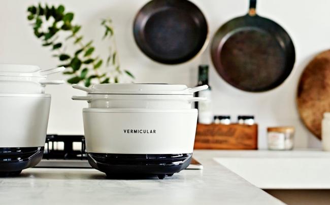 鍋炊きご飯や無水調理が手軽にできるライスポットミニ。本当においしいご飯を
