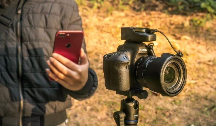一眼レフカメラ専用AIアシスタント「Aurga」。プロ顔負けの1枚が撮れる