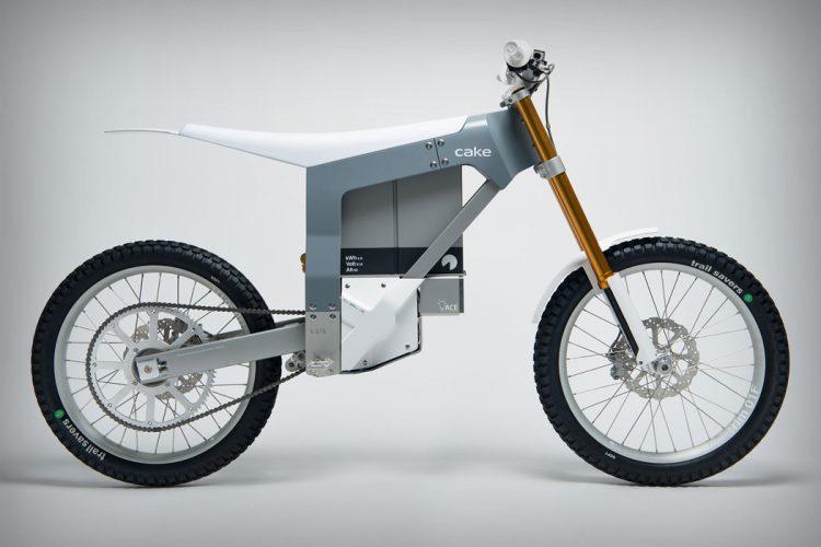 荒れ地を静かに駆け抜ける。ミニマリズム際立つ電動オフロードバイク「Kalk」
