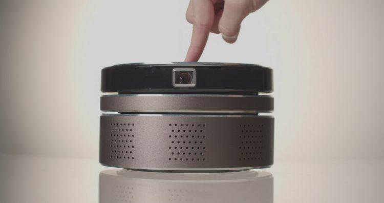 4K・3Dに対応したプロジェクター「N-Tech」。360度スピーカーも内蔵