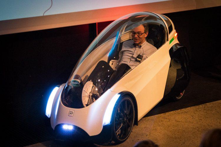 人力で電力が供給できる超斬新な電動スクーター「Podbike」