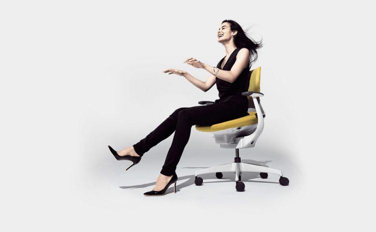 座りすぎ大国日本に革命を。身体の動きを止めないオフィスチェア「ing」