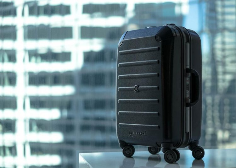 開けたら洋服棚が現れるキャリーバッグ「Lifepack」。旅先でも整理整頓