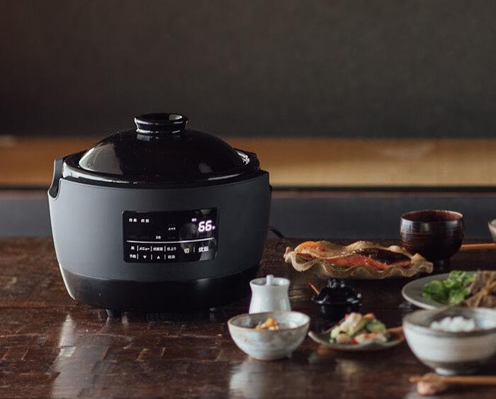 土鍋ごはんがスイッチひとつで味わえる。長谷園×シロカの「かまどさん電気」