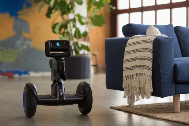 セグウェイがAIを搭載して超進化!ロボットのような乗り物「Loomo」