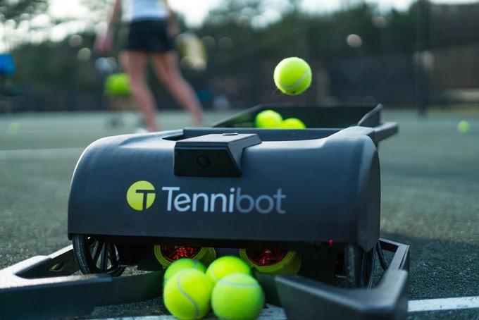 自動でテニスボールを回収する球拾いロボット「Tennibot」