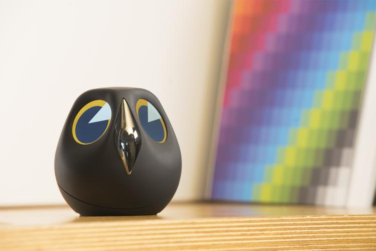 フクロウ型監視カメラ「Ulo」。スマートフォンからも確認可能