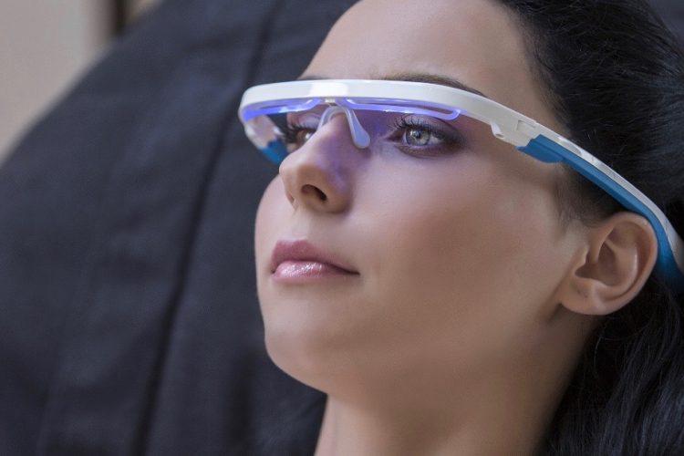 体内時計をリセット!時差ボケを乗り越える眼鏡型ウェアラブルデバイス