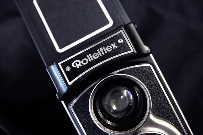 90年前発表の二眼レフ「Rolleiflex」にインスタントカメラが登場