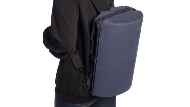 足置きにも変身!斬新2WAYバッグ「Merg」で旅をラクに楽しもう