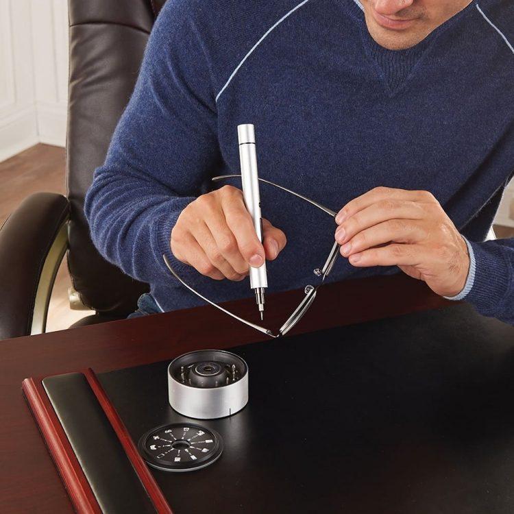 小さなネジを締める一般家庭用精密電動ドライバー「Wowstick」