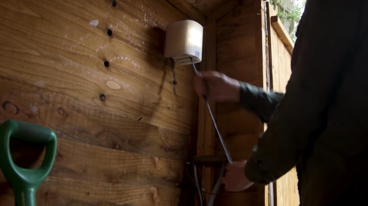 世界の電力不足問題を解決!短時間で充電する人力発電照明器具「nowlight」