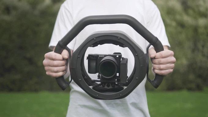 凸凹地面でも美しい映像が撮れるアクション撮影用スタビライザー「ONYX」