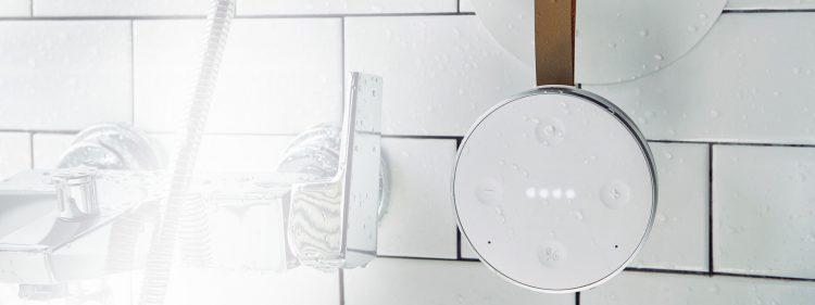 シャワーのお供に!小型軽量の防水スマートスピーカー「TicHome Mini」