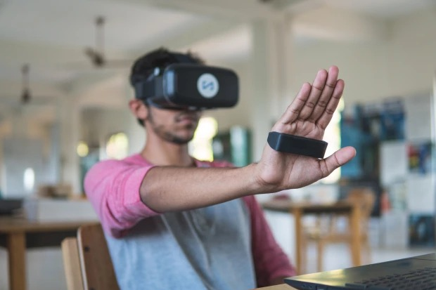 指の動きを画面に反映!マウスに代わる次世代PC周辺機器「Kai」