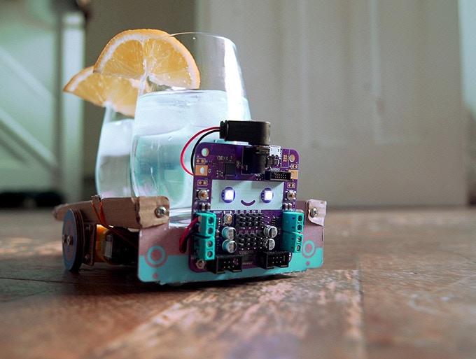 モノを認識して追跡!AI搭載のかわいいダンボールロボット「Smartibot」
