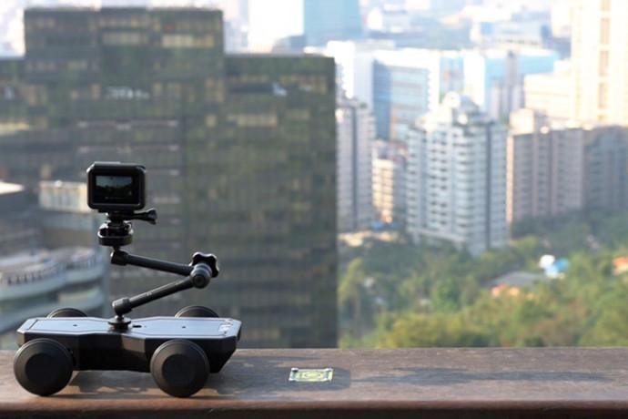 ドローンの次はこれ!さまざまなカメラに対応するラジコン式自撮り棒