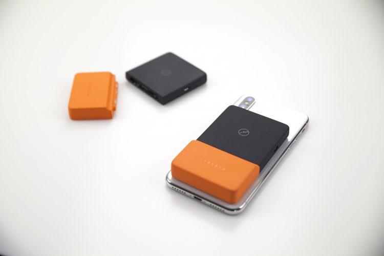 貼って使える!ワイヤレス対応のモバイルバッテリー「BricksPower」