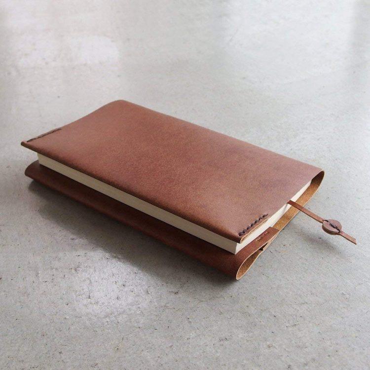 革製ブックカバーのおすすめ10選。長く愛用できる人気ブランドが勢揃い