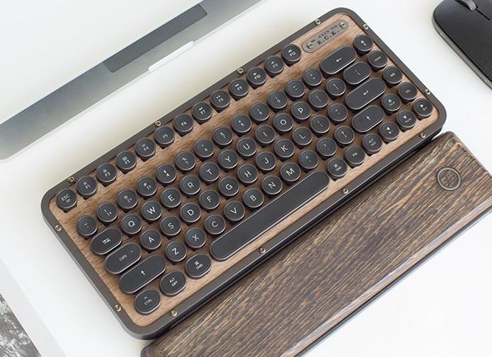 レトロだけど高性能!こだわりのメカニカルキーボード「RCK Keyboard」