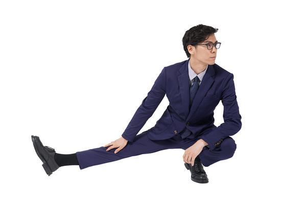 開脚もラクラク。動きやすさが追求された躍動スーツ「ANERD」