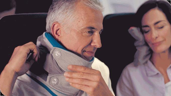 高さも調整可能!体格や姿勢を問わないフリーサイズ携帯枕「Trtl Pillow Plus」