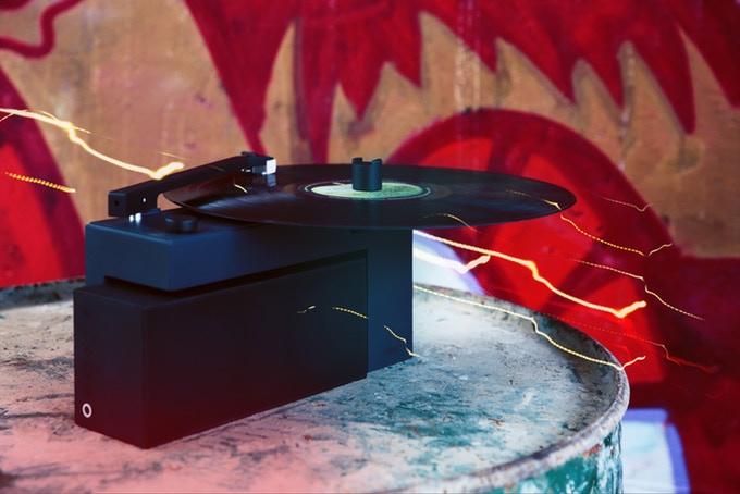 Alexa搭載!機能性に優れた最先端のレコードプレーヤー「DUO」