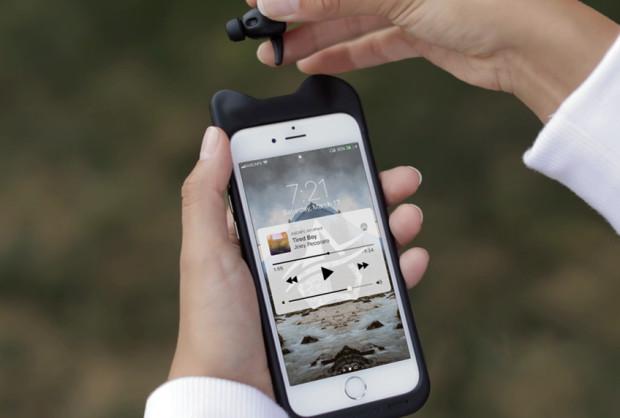 完全ワイヤレスイヤホンも搭載!バッテリー内蔵スマホケース「SoundFlow」