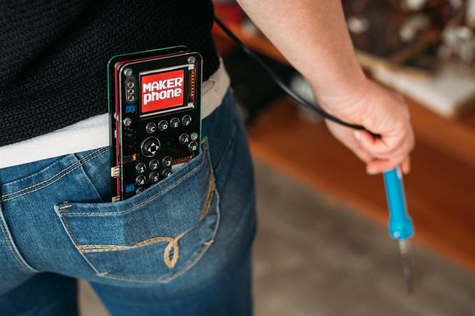 本格的な電子工作ができる!携帯電話自作キット「MAKERphone」