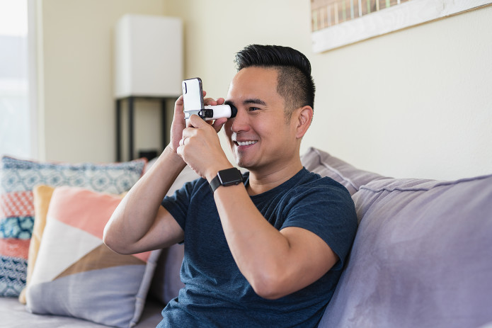 スマホで簡単!自宅で測定できる視力検査器「EyeQue VisionCheck」