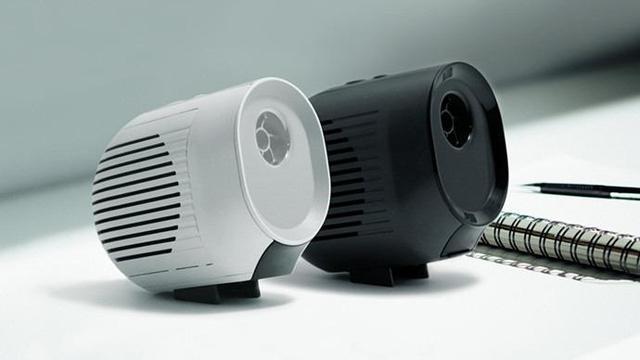 手のひらサイズの空気清浄機「Xpure」。扇風機や加湿器としても使える