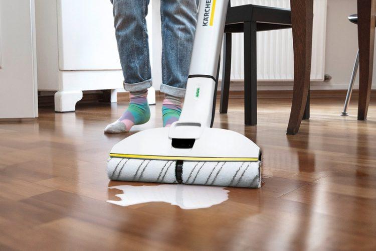 ケルヒャーのフロアクリーナーが7/18発売!自動回転ローラーでラクラク床掃除