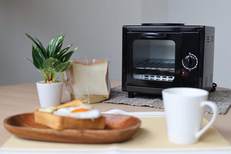 【レビュー】朝の身支度中にできちゃう!目玉焼きも同時に作れる「お一人様モーニングトースター」