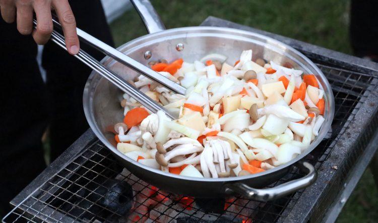 【レビュー】デカイは正義! 鍋料理や燻製もできるフライパンを検証